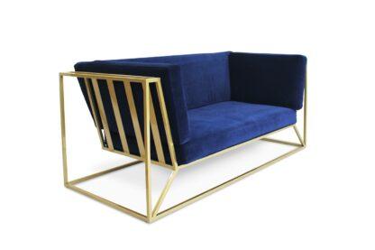 Sofa Agueda na złotej podstawie