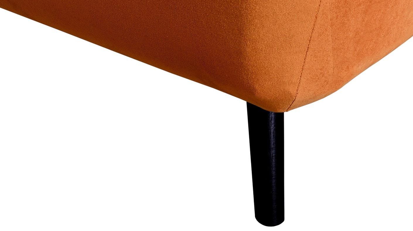 Kobe - sofa na nóżkach